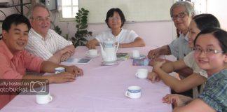 M. Bernard Ganne, PGS Tôn Nữ Quỳnh Trân và các thành viên của CEFURDS